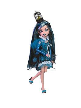 bratzillaz-witchy-princessess-doll-carolina-past