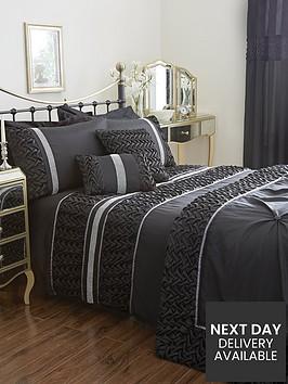 mia-duvet-cover-and-pillowcase-set-black