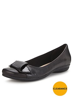 clarks-discovery-dime-ballerina-shoes