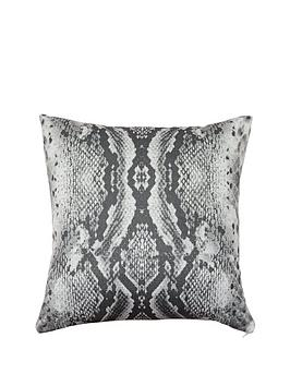 snakeskin-cushion