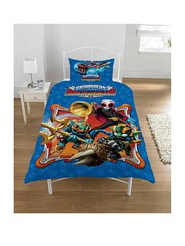 skylanders-supercharged-glow-in-the-dark-reversible-duvet-cover-and-pillowcase-set-in-single-size