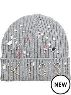 girls-kissed-jewelled-hat