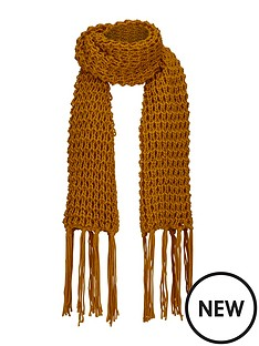 chunky-knit-scarf