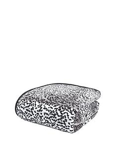 catherine-lansfield-animal-print-raschel-throw-giraffe-silver