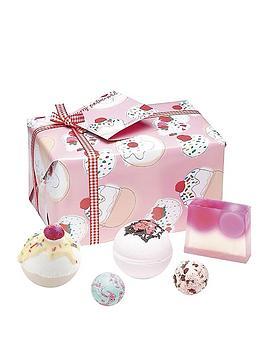 Bomb Cosmetics Bomb Cosmetics Bath Bomb Cherry Bathe-Well Gift Set Picture