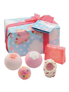 Bomb Cosmetics Bomb Cosmetics Bath Bomb Love Cloud Gift Set Picture