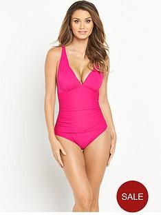 resort-control-wear-swimsuit