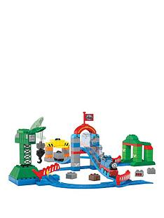 megabloks-thomas-and-friends-zooming-along-at-brendamnbspdocks