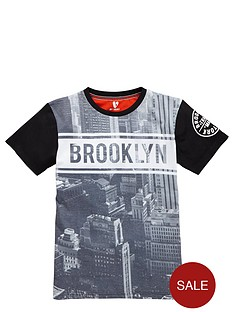 v-by-very-boys-brooklyn-printed-t-shirt