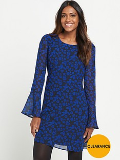 v-by-very-fluted-sleeve-print-tea-dress