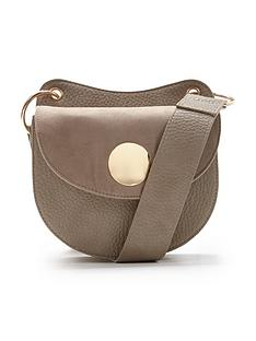circle-plate-detail-saddle-bag