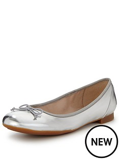 clarks-couture-bloom-leather-ballerina