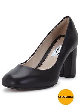 clarks-gabriel-mist-black-leather-court-shoe