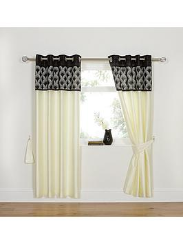 deco-eyelet-window-in-a-bag