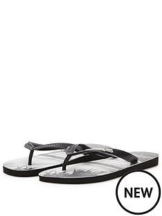 havaianas-hype-photoprint-logo-flip-flops