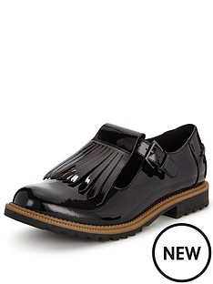 clarks-griffin-mia-tassle-brogue-shoe