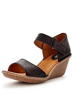 clarks-orient-sea-sandal