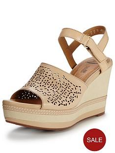 clarks-zia-graze-sandal