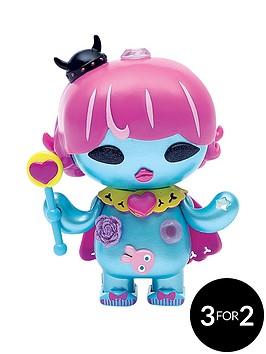 u-hugs-original-character-doll-screamy-queen