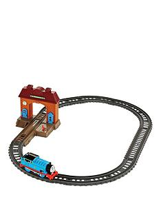 thomas-friends-thomas-amp-friends-trackmaster-wellsworth-station-starter-set