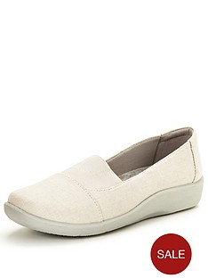 clarks-sillian-sune-pumps