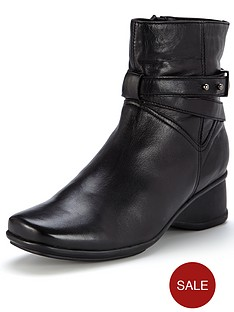 foot-cushion-aliza-low-wedge-leather-ankle-boots