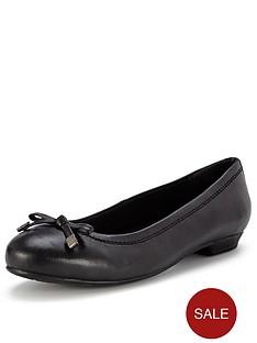 foot-cushion-sylvia-patent-ballerinas