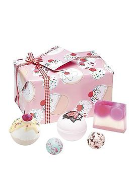 bomb-cosmetics-bath-bomb-cherry-bathe-well-gift-set
