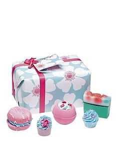 bomb-cosmetics-bath-bomb-sky-high-gift-set
