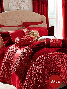 laurence-llewelyn-bowen-paramour-bedding-range-red