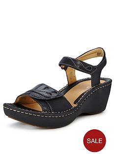 clarks-un-dory-wedge-sandals