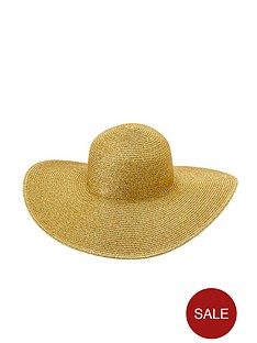 straw-floppy-hat