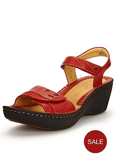 clarks-un-dory-low-wedge-sandals