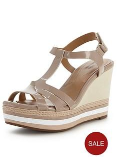 clarks-zia-wave-stripe-platform-wedge-sandals