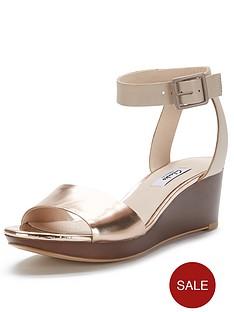 clarks-ornate-jewel-wide-fit-sandals-gold