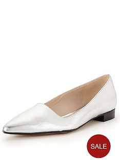 clarks-gino-dawn-pointed-flat-shoes