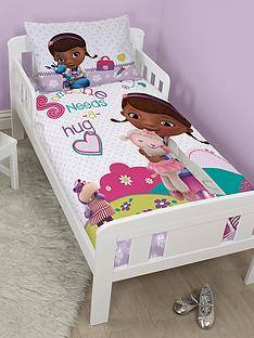 disney-doc-mcstuffins-hugs-toddler-panel-duvet-set