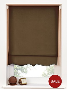 scalloped-edge-roller-blind