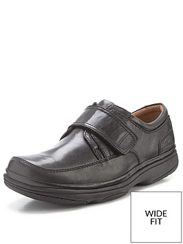 clarks-swift-turn-mens-touch-fastening-strap-wide-fitting-shoes