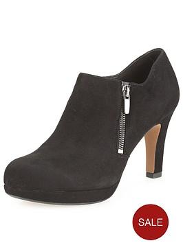 clarks-amos-kendra-shoe-boots