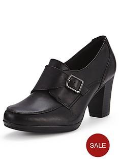 clarks-brynn-poppy-wide-fit-court-shoe