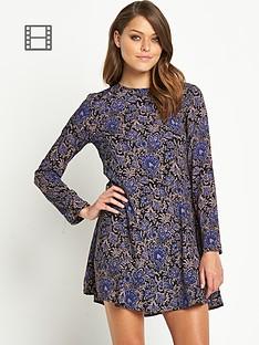 glamorous-paisley-print-dress
