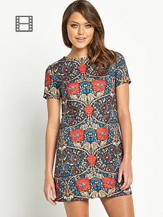 glamorous-red-floral-shift-dress