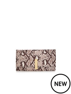 metal-detail-purse