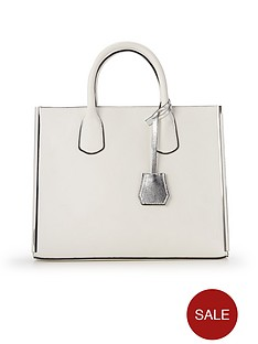 metal-side-luggage-tag-tote-bag