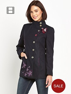 joe-browns-striking-coat