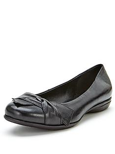foot-cushion-presley-leather-bow-detail-bumper-ballerinas