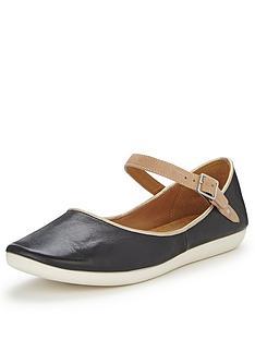 clarks-feature-film-black-wide-fit-flat-shoes