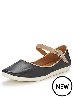 clarks-feature-film-black-wide-fit-flat-shoes