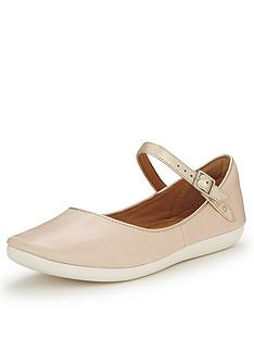 clarks-feature-film-blush-wide-fit-flat-shoes